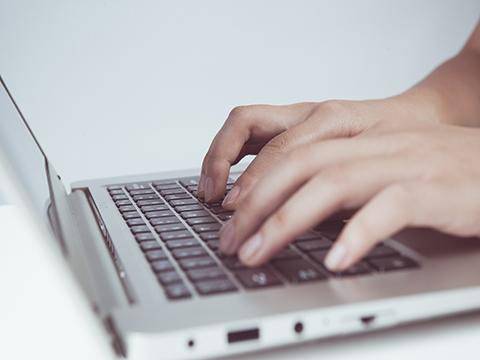 "IT行业环境分析:罗永浩的""子弹短信""能飞多远?"