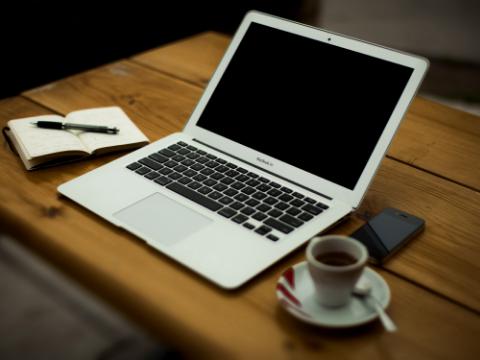 HTML+CSS入门 如何实现背景图片虚化效果